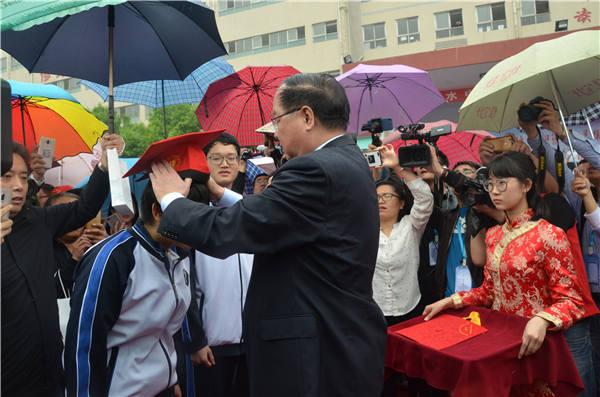 致敬青春:衡水中学举办第十九届成人礼