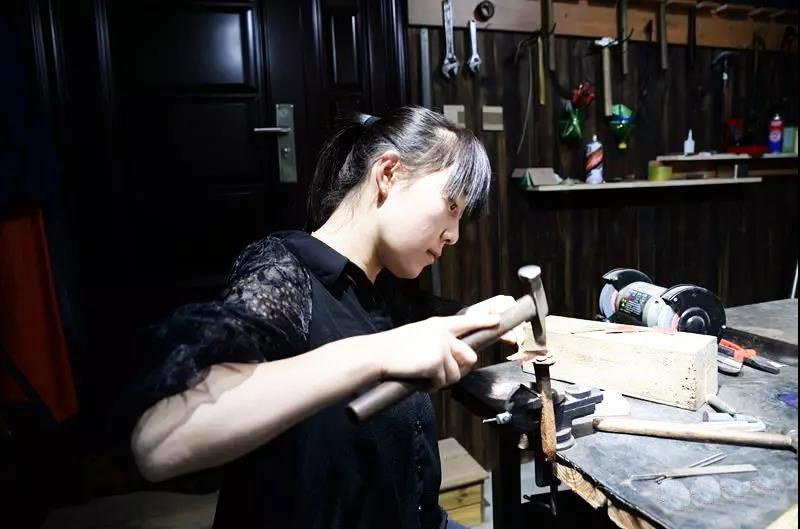 艺术家陪您过大年  省级非遗项目(郭氏铁板浮雕制作技艺)传承人、青年艺术家——郭雪